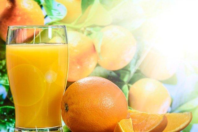 el zumo de naranja natural engorda